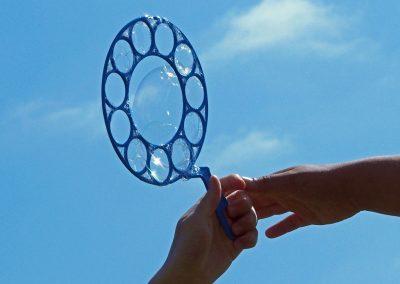 Seifenblasen im Olympischen Dorf an der Kiellinie
