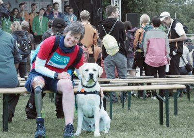 Inga Orlowski; Helferin bei den Special Olympics, mit Begleithund Tayo